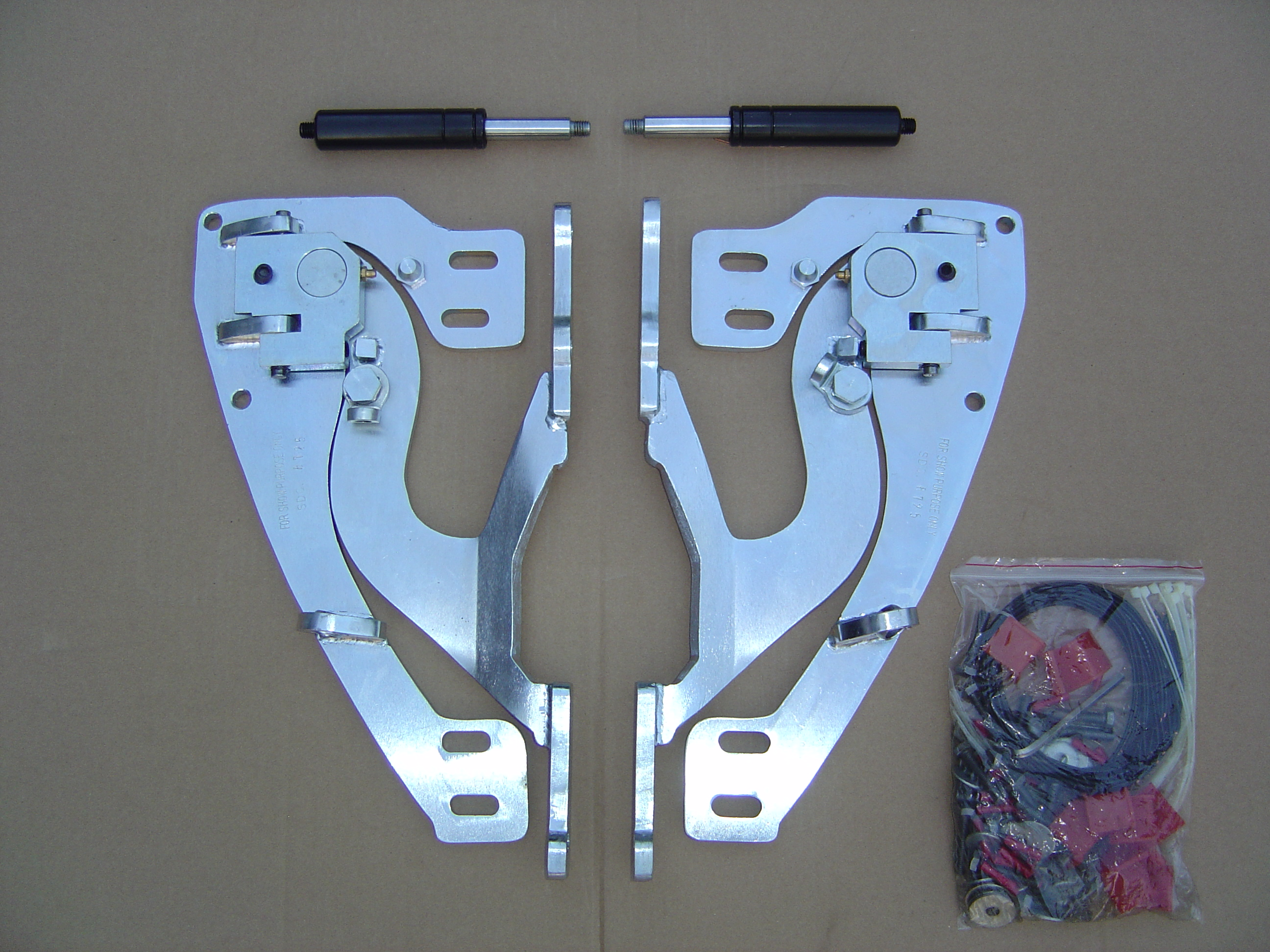 75 Degree Universal (w/Bolt Pattern) Chrome Lambo Door Kit
